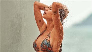 "Thaila Ayala sensualiza de biquíni: ""Domingo quente"""