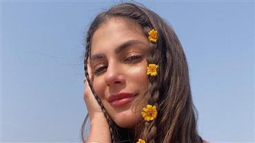 Ex-BBB Mari Gonzalez posa de biquíni fio-dental e ostenta bumbum empinado