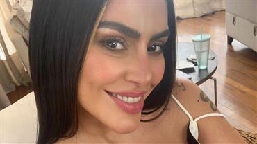 """Cleo sensualiza com body cavado e Fábio Júnior reage: """"Perfeita do pai"""""""