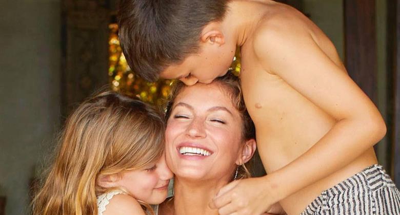 """Gisele Bündchen posa com os filhos em meio à natureza e faz reflexão: """"Carrego as minhas energias"""""""