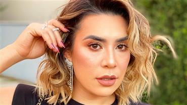 De biquíni neon, Naiara Azevedo posa em Dubai e exibe barriga saradíssima