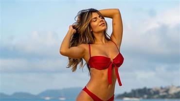 """Hariany Almeida ostenta corpão com biquíni vermelho e fã se derrete: """"Me apaixonei"""""""