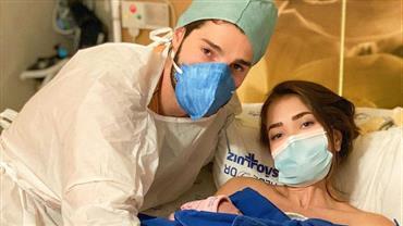 """Nasce Raika, filha de Alok e Romana Novais: """"Entrei em trabalho de parto prematuro"""""""