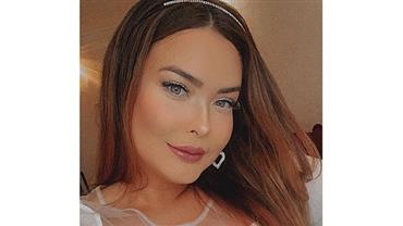 De topless, Geisy Arruda ostenta bumbum avantajado em clique ousado