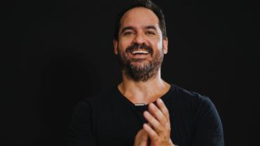 Palestrante Rafael Cobra explica como ajuda brasileiros a reescreverem suas histórias