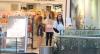 Ana Furtado passeia com a filha em shopping do Rio de Janeiro