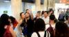Ana Paula Renault é flagrada rodeada de fãs em aeroporto