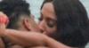 Anitta beija ex-affair em clipe no Piscinão de Ramos