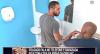 Folgado fala ao telefone e irrita rapaziada no banheiro
