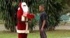 """Feliz Natal? Papai Noel dá """"presente de grego"""" para a galera"""