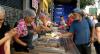 Almoço comunitário reúne moradores de Osasco (SP) no Natal