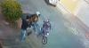 Câmera flagra criminosos assaltando celular de homem em Belo Horizonte