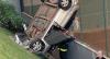 Idosa perde o controle da direção e carro despenca do 3º andar em MG