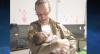 Policial amamenta bebê que estava com fome em delegacia de MG
