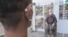 Parede de acrílico permite visitas em lar de idosos no Rio de Janeiro