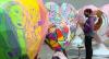 Esculturas em forma de coração são expostas em avenidas de São Paulo