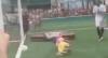 """Jogadores levam defunto em jogo de futebol: """"Para fechar o caixão"""""""