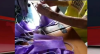 Coronavírus: idosa de 87 anos faz máscaras de proteção para doar