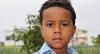 Menino de 7 anos é morto por bala perdida na porta de casa no Rio