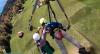 É incrível: Homem fica pendurado sem proteção em asa-delta