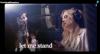 Filha de Elvis Presley faz dueto emocionante com o pai em encontro virtual