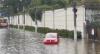 Chuva invade prédios, cobre carros e isola moradores na Zona Oeste de SP