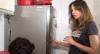 Luciana Gimenez invade cozinha e abre a geladeira de Jojo Todynho