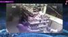 Câmeras flagram policiais militares matando rapazes em bar do RJ