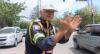 Guarda de trânsito usa bom humor e conquista motoristas no Recife