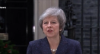 Theresa May enfrenta voto de desconfiança mas permanece no cargo