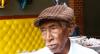 Idoso de 90 anos colhe e vende latas para ajudar famílias carentes