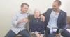 Em visita à sua cidade natal, Bolsonaro canta dueto em italiano com a mãe