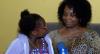 Garota sequestrada pelo pai nigeriano é recebida com festa em MG