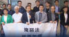 Governo chinês prende três deputados em Hong Kong; protestos continuam