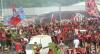 Multidão acompanha embarque do Flamengo para Lima