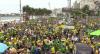 Apoiadores do governo se reúnem em Copacabana