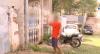 """Homem briga com ex-sogra por causa de moto: """"Eu vou pular o muro"""""""