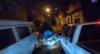 Motoqueiro bate em carro parado ao tentar fugir da PM