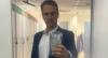 Em meio à pandemia, Tadeu Schmidt embrulha celular com plástico