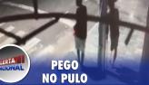 Homem sem uma perna escala poste para assaltar estabelecimento no Maranhão