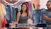 Gatas deixam clientes revoltadas com traje de trabalho