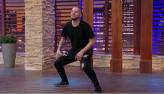Victor Sarro vai até o chão e faz quadradinho ao mostrar talento na dança
