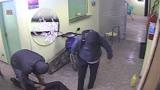 Jovens s�o presos por roubar escola no litoral de SP