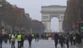Coletes amarelos desafiam o presidente da França ao seguir com protestos