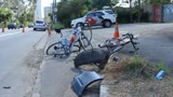 Carro invade pista e atropela tr�s ciclistas em S�o Paulo