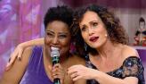 Vanessa Jackson se junta aos Travessos e canta o sucesso