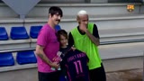 Vocalista do Red Hot Chili Peppers visita Neymar em treino do Barcelona
