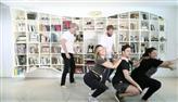 Giovanna Ewbank faz 'check in no chão' ao dançar funk na web