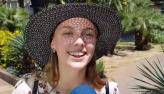 Repórter brasileiro convida russas para cantar Garota de Ipanema