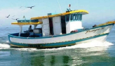 Acidente com barco de pesca mata um e deixa sete feridos no litoral de SP